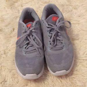 Nike size 9 tennis shoes gray shoe